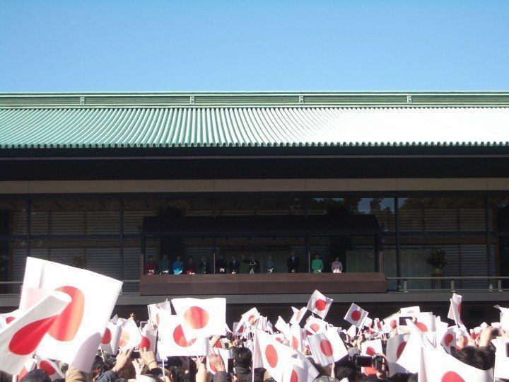 Emperor Akihito waving from balcony