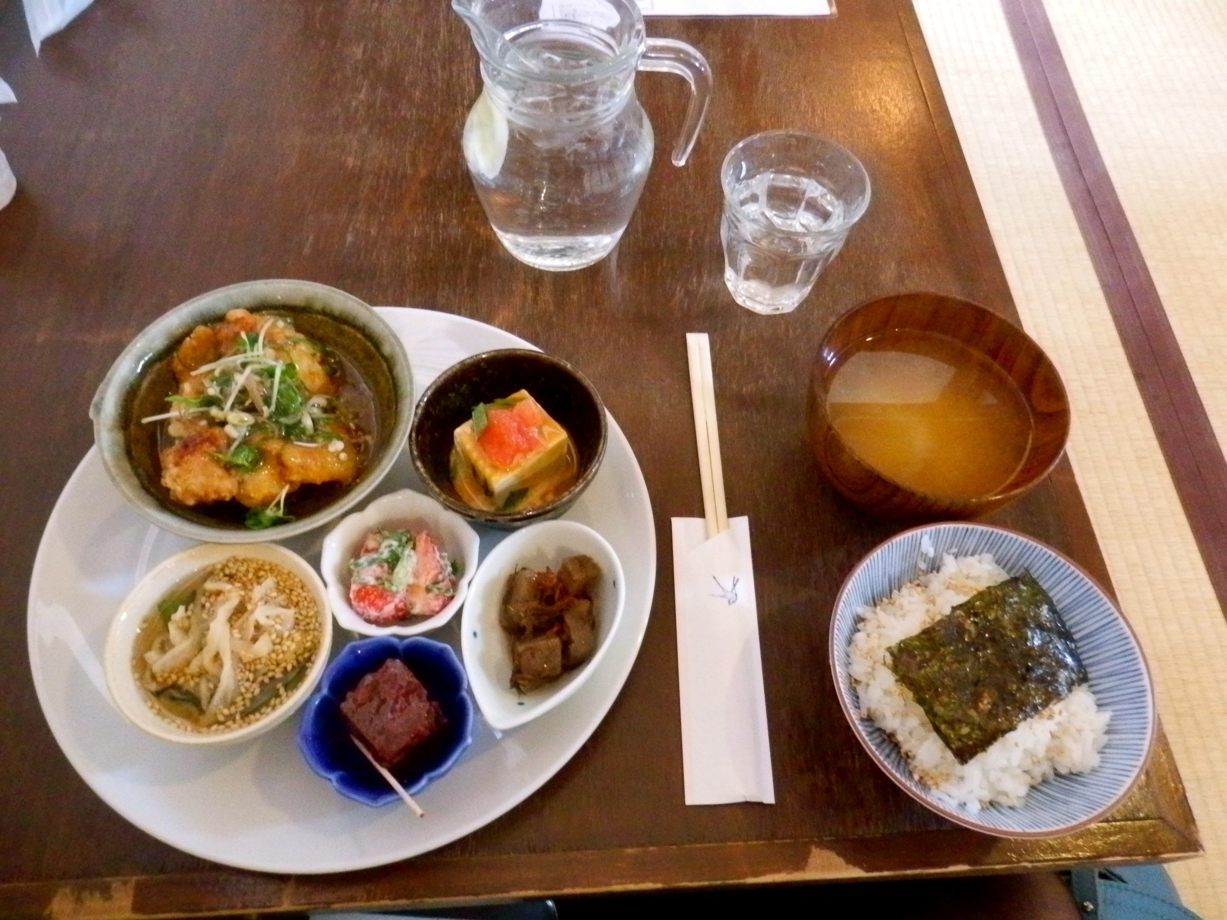"""I highly recommend the 1,300yen lunch set with a drink, served at """"Kanakana"""""""
