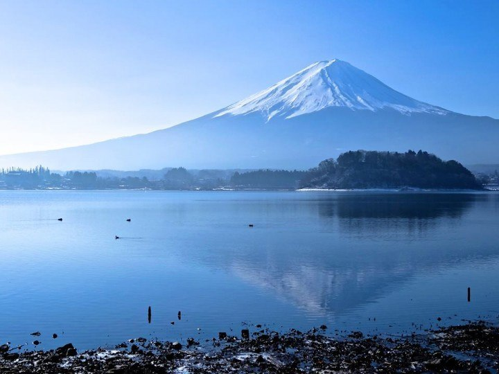 Fuji looking her finest with clear winter skies