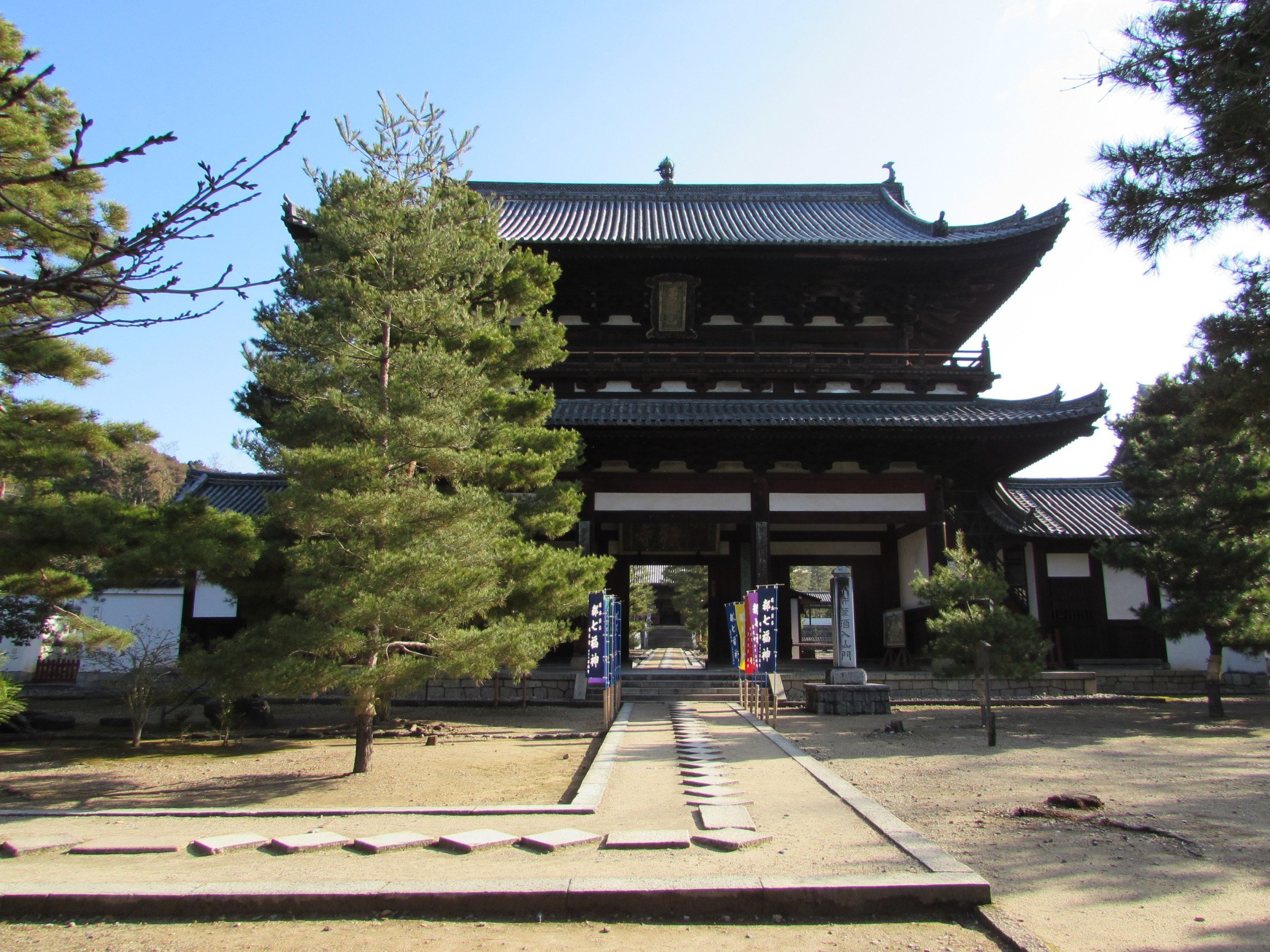 On entering the temple complex, you'll be greeted by the Sanmon - the 'Mountain Gate'. Even though many temples in Japan are not actually located on mountains, they are regarded as being on metaphorical peaks in keeping with the fact that most of the first Zen temples in China were located in such environs.