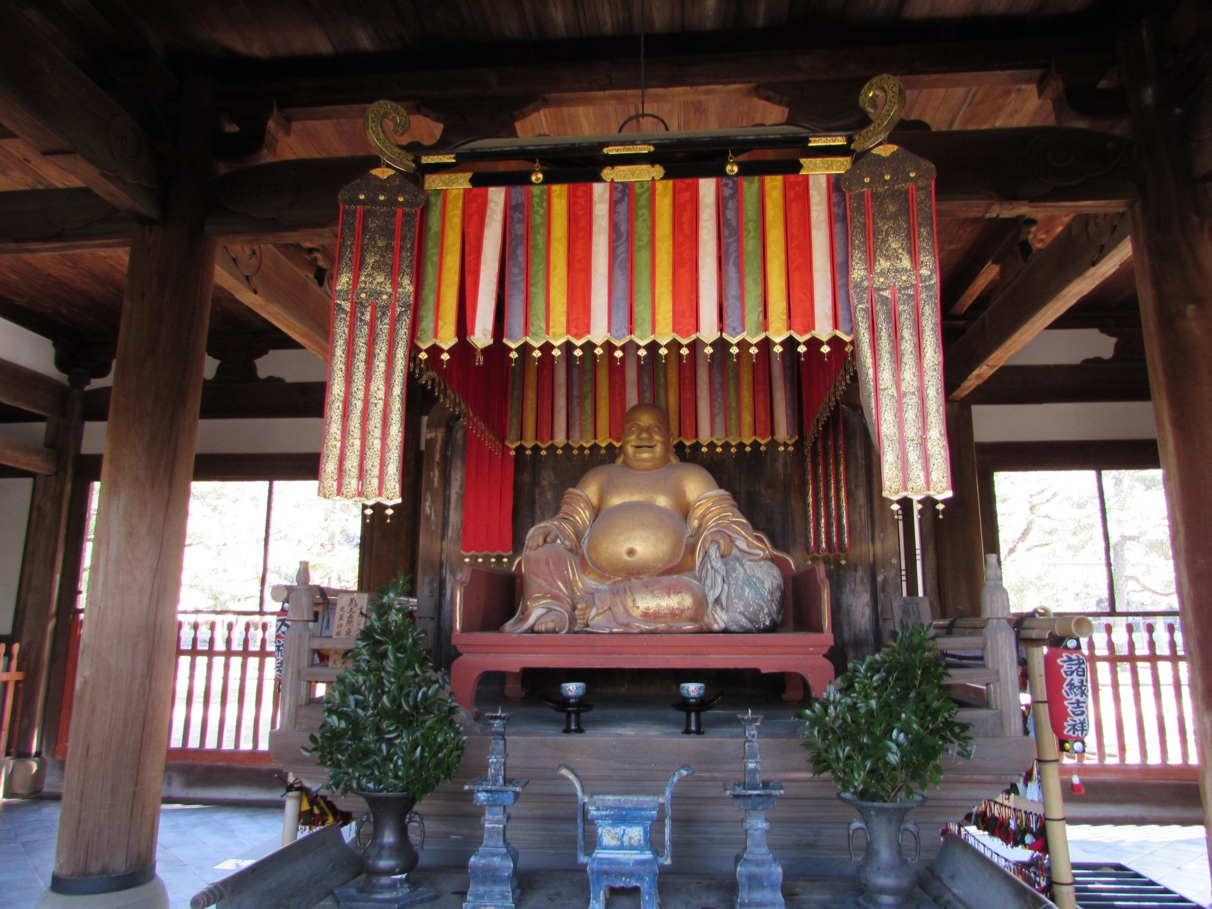 After passing through the Sanmon (and paying the entrance fee - 500yen for adults), the first building you will encounter is the Tennouden, where you will find this chap enshrined. Many people will recognise him as the 'Laughing Buddha', so often found in Chinese restaurants, although in fact he's not a representation of the historical Buddha. He's actually Maitreya, the Buddha of the Future, known as Hotei in Japan and Budai in China. His bulging belly emphasises his association with good luck, wealth and happiness.