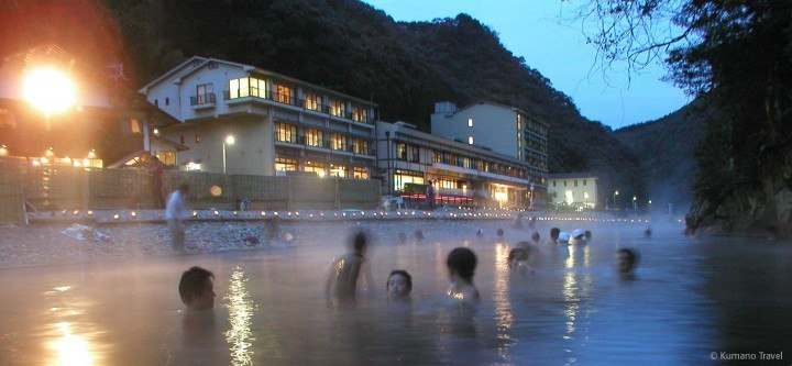 The senninburo in Kawayu Onsen (Photo: Kumano Kodo Tourist Board)
