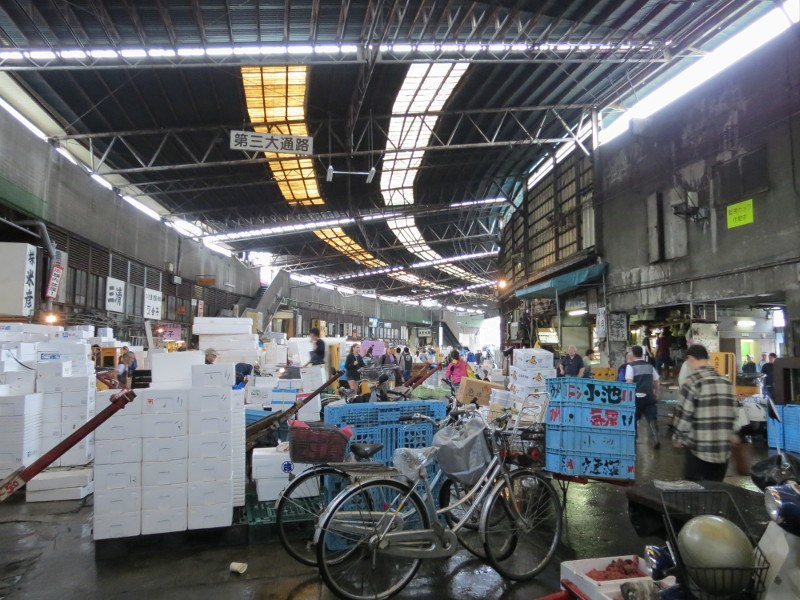 Tsukiji fish market how to do it right insidejapan for Tsukiji fish market japan
