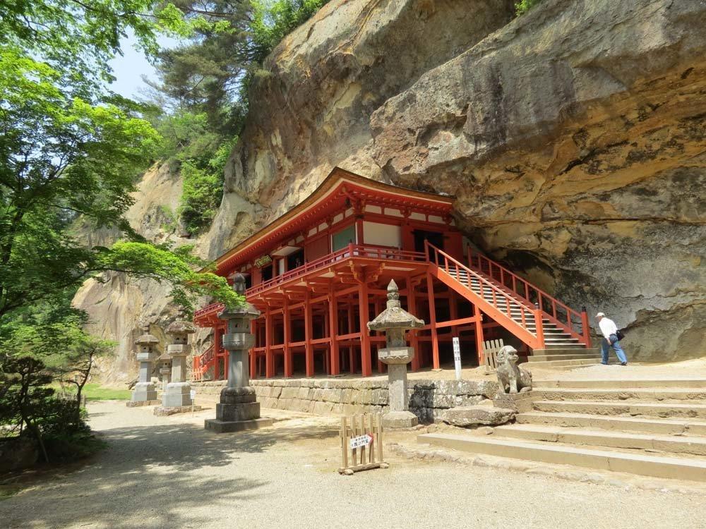 Hiraizumi's cave temple