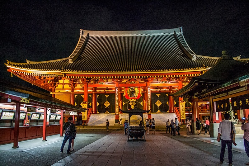 Senso ji temple at night