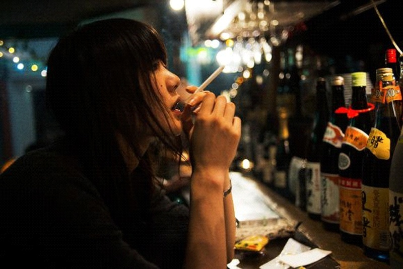 Smoker in a Japanese bar (Photo: Japan Today)