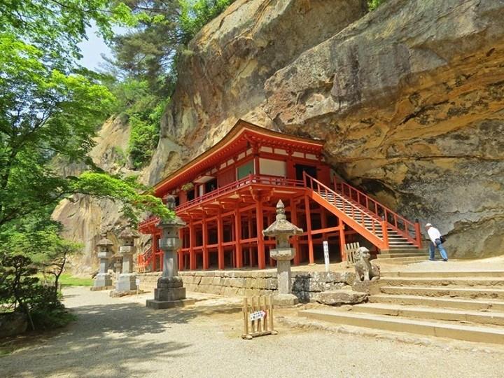 Takkoku no Iwaya temple, Hiraizumi