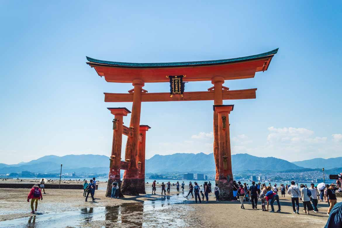 """Itsukushima's """"floating"""" gate isn't floating at low tide"""