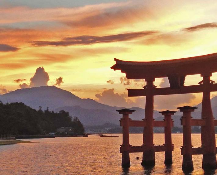 A deluxe two-week itinerary introducing Japan's most iconic sights with the best in luxury accommodation and fine dining included.