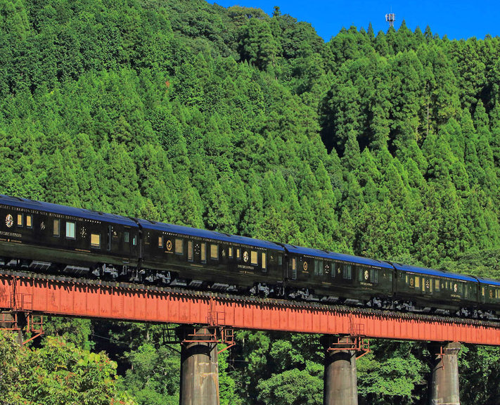 Mix traditional elegance and modern style, vast cities and sweeping countryside on this luxurious rail journey through Japan.